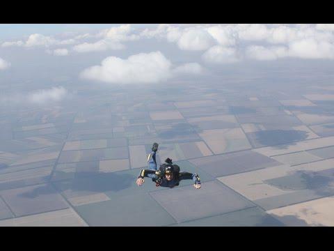 """Документальный фильм """"Как я стал парашютистом"""", программа AFF"""