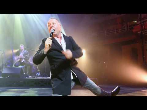 Simple minds Birmingham , Jim Kerr in the crowd. NEW GOLD DREAM in HD