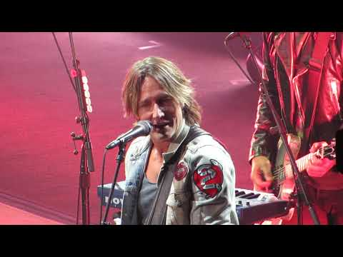 "Keith Urban ""Days Go By"" Live @ Giant Center, Hershey Pennsylvania"