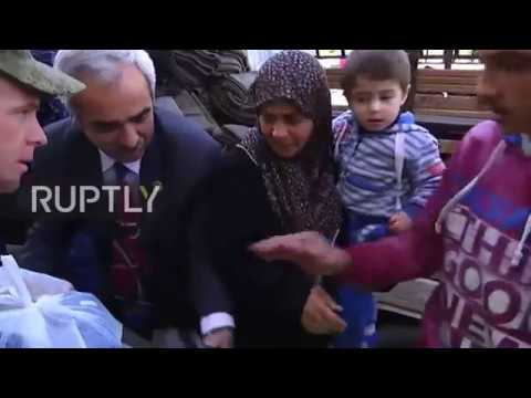 Syria: Russian military deliver humanitarian aid to Aleppo's displaced residents