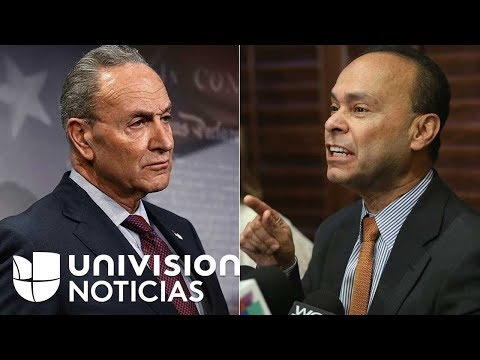 El líder democrata Chuck Schumer y el congresista Luis Gutiérrez  se enfrentaron a gritos