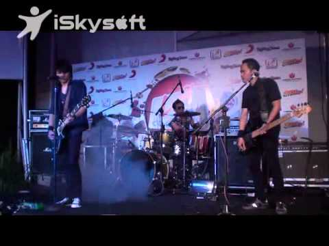 AEROB band - Rasakan, Dengarkan by AEROB (Live @RollingStoneCafe).wmv