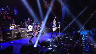 APMAs 2015: All Time Low open with a medley of classics!