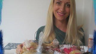 Чем кормить ребенка с 6 до 12 месяцев. Первый прикорм ( Греция)(Подписаться на канал: http://youtube.com/c/elenakarampatsos В этом видео я расскажу с чего мы начинали прикорм, последовател..., 2015-07-01T20:24:22.000Z)