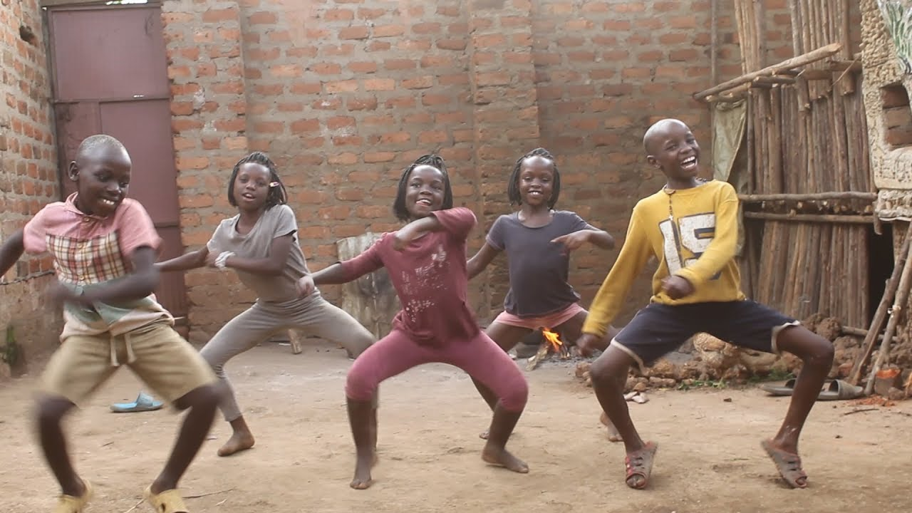 Freestyle #ROSALINACHALLENGE By Masaka Kids Uganda (Rate their dance out of 10) @masakakidsafricana