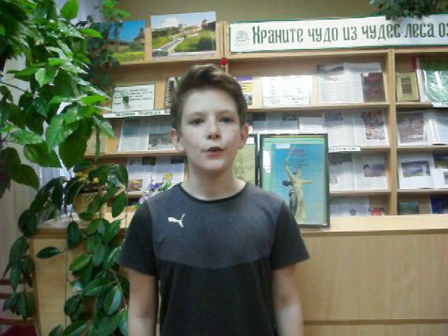 Изображение предпросмотра прочтения – ИльяГорячев читает произведение «Без названия» (Гудзенко Семён)