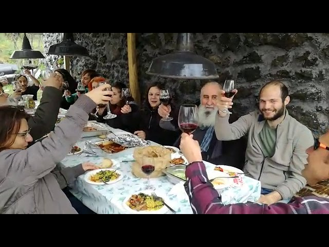 happy lunch in agriturismo Notti Stellate with landartist Alfio Bonanno