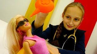 Игры для девочек: Варя проверяет зрение у Барби