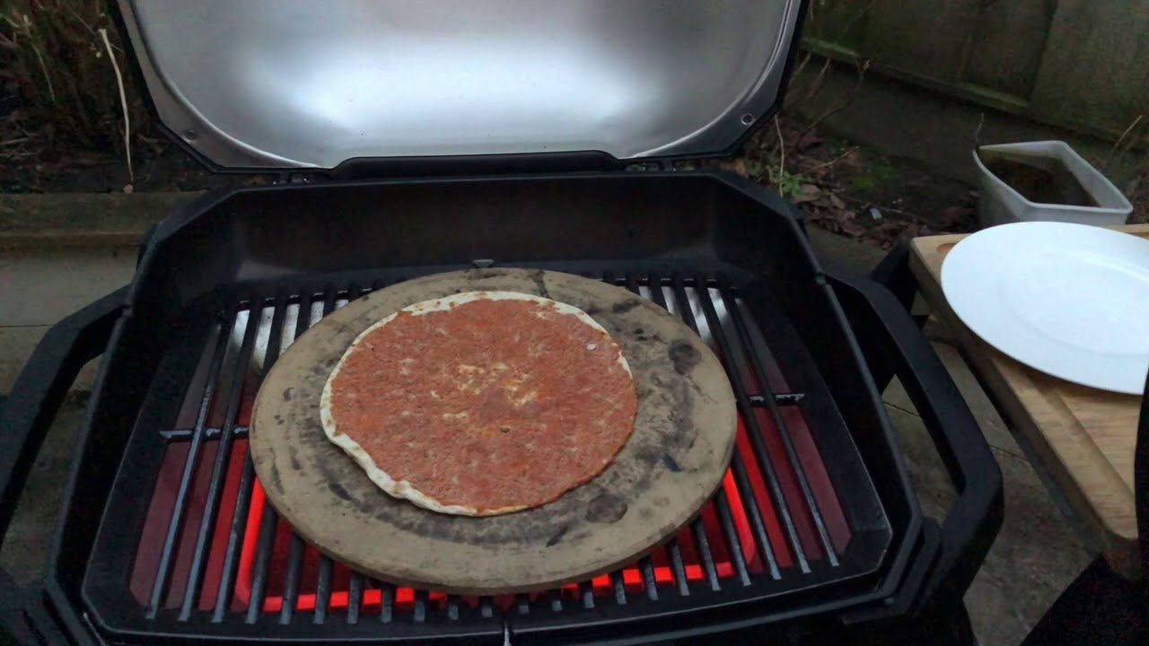 Weber Elektrogrill Pulse Test : Turkse pizza op de weber pulse youtube