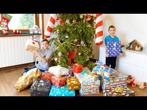 NOS CADEAUX DE NOËL 2018 - Swan & Néo Ouvrent Leurs Cadeaux !