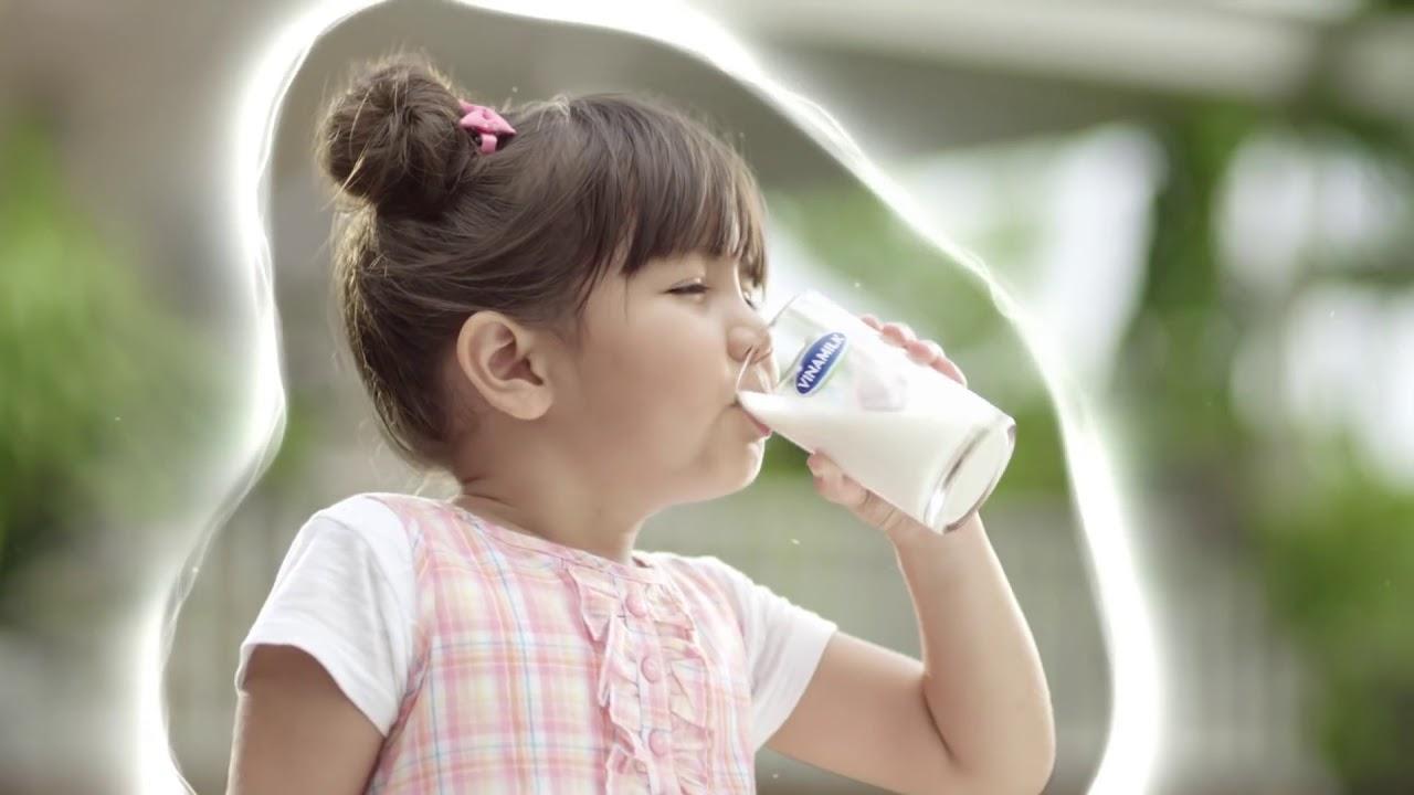 Clip Quảng Cáo Sữa Vinamilk   Sữa ngon cho bé, quà xinh tặng mẹ   Tặng chén sứ, hũ thủy tinh đa năng