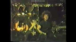 Atomsko Sklonište - Žuti kišobran  (Piramida 1988.)