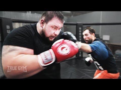 Папа гигант 220 кг получил от бойца / Масса не спасла / True Gym Fights