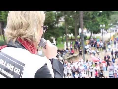 Professora Gisele Masson durante ato em Curitiba, em 5 de maio de 2015