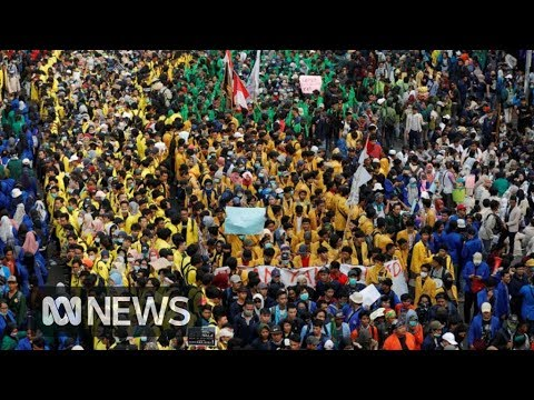 Thousands protest in Indonesia over new morality laws | ABC News