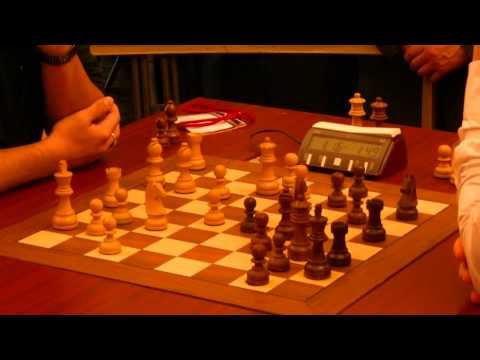 Carlsen outplays Nakamura in the 1st round of the World Blitz Chess Championship 2010: Moscow, 16 November 2010