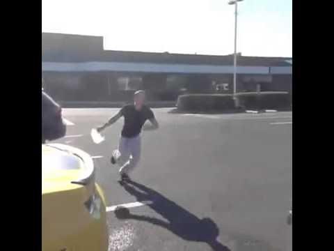 Čo sa stane keď ti niekto močí na auto? thumbnail