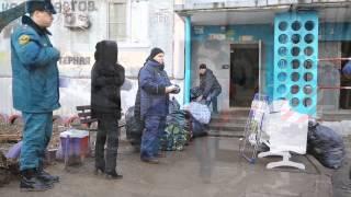 Жильцов взорванного дома в Волгограде начали запускать в их квартиры(Люди проходят в разрушенные жилища в сопровождении сотрудников МЧС: http://news.vdv-s.ru/society/?news=271675., 2015-12-22T10:32:53.000Z)