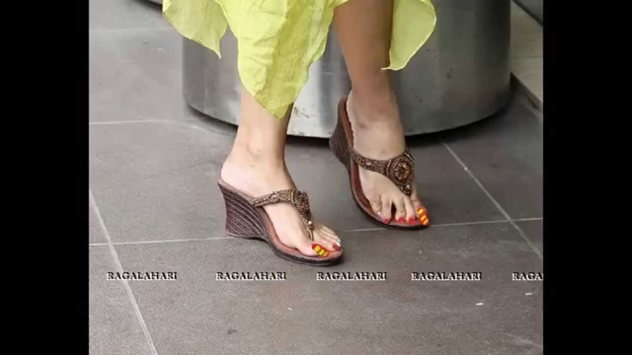 payal ghosh feet long toenails - YouTube