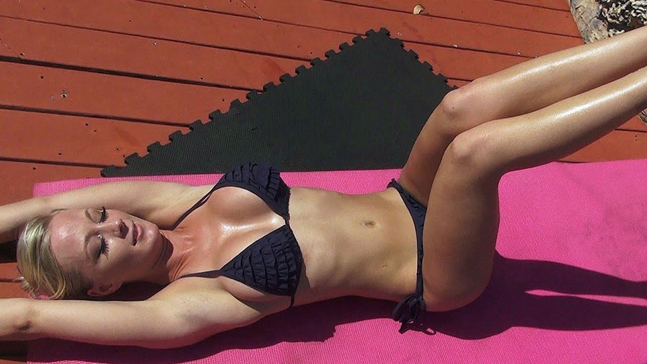 Bikini Model's HOT Ab Exercises!