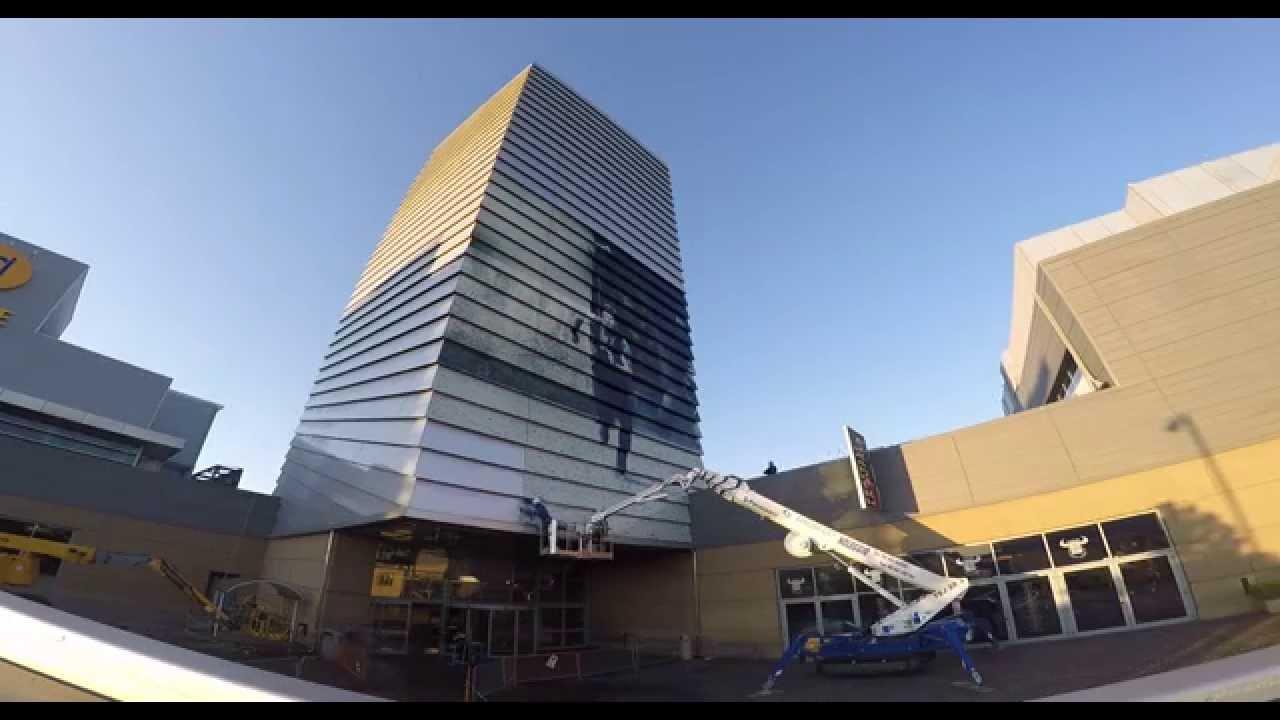 La torre di jurassic world al centro commerciale porta di - Ikea roma porta di roma roma ...