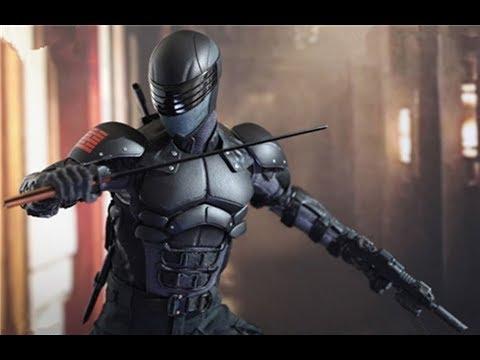 这个武士可以用刀来挡子弹,甚至能将子弹劈成两半!