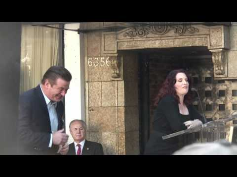 Megan Mullally Roasts Alec Baldwin during speech