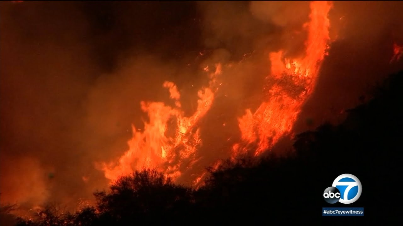 Pacific Palisades brush fire explodes to 750 acres, prompting ...