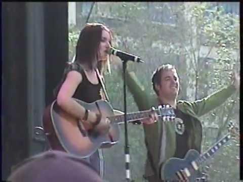 Andrée Watters chante J't'aimerai Quand Même aux francofolies le 07 août 2004