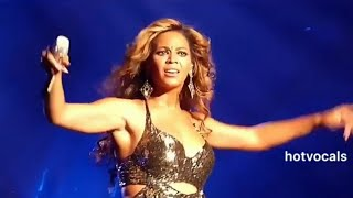 Beyonce's reaction when the fans took over 😌 🎵hotvocals