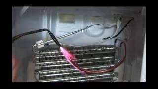 Утечка в испарителе (трубке)  Холодильник INDESIT -No Frost часть 1(Утечка в испарителе (трубке) Холодильник INDESIT -No Frost., 2016-08-22T14:09:04.000Z)