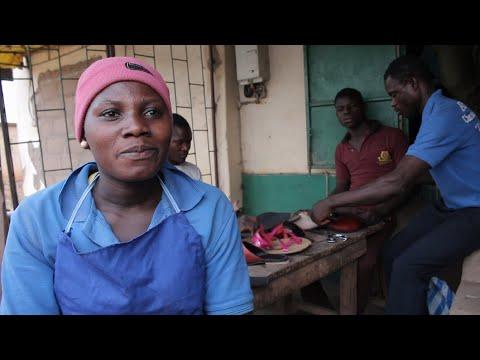 Aider les jeunes filles du Togo à être indépendantes on YouTube