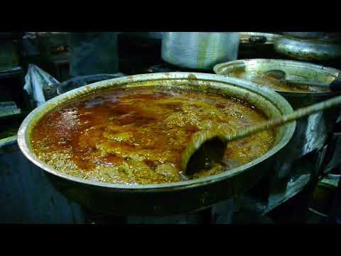 Non vegetarian Food: Akbari Hotel, Bhathiyar Gali, Ahmedabad (India).