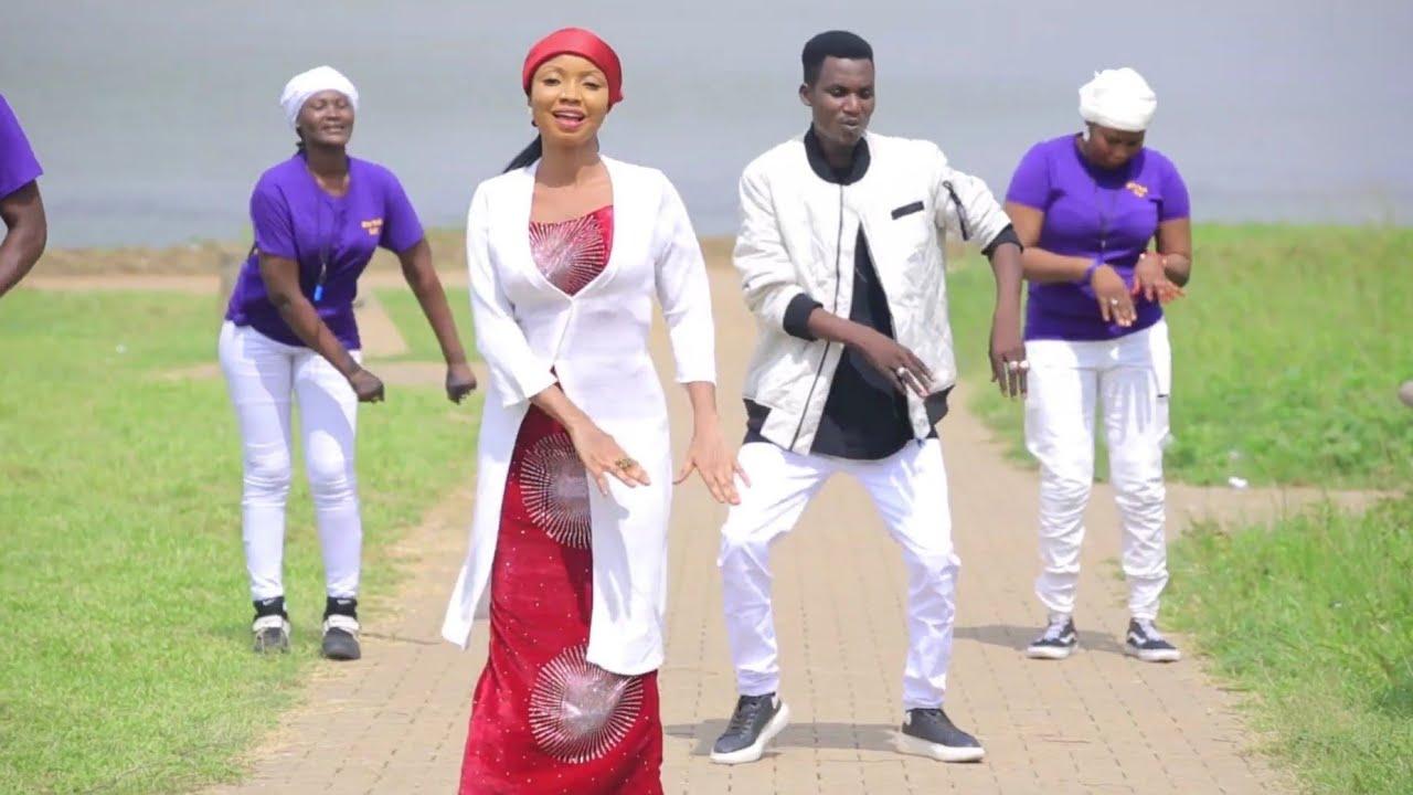 Download Isah Ayagi Ft Maryam Kk ( Labari) Latest Hausa Song Video 2020#