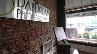 DayDream Photography Studio Tour(A quick tour of DayDream Photography's studio., 2013-01-26T22:29:51.000Z)