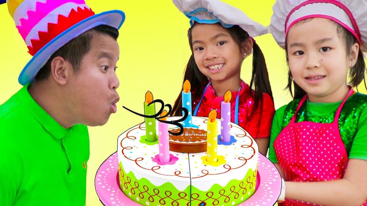 Emma & Jannie Pretend Play con Fiesta Sorpresa de Cumpleaños y  Cocina de Juguetes