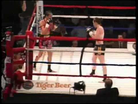 Female Muay Thai  Jeri Sitzes vs Keri Taylor Round 1