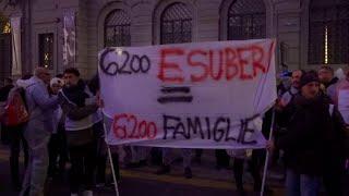 Prima della Scala, la protesta dei lavoratori Auchan-Conad: