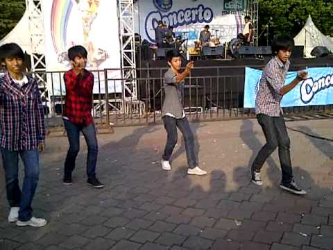 Freestyle Dance Squad at Jakarta Clothing Fair 2012 (Jakcloth)