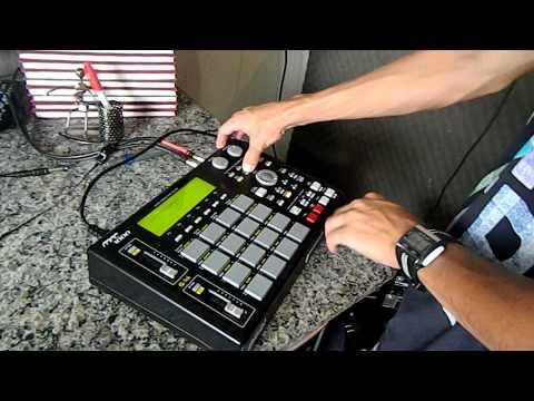 DJ TICAO BRICANDO NO ESTUDIO COM MPC 1000