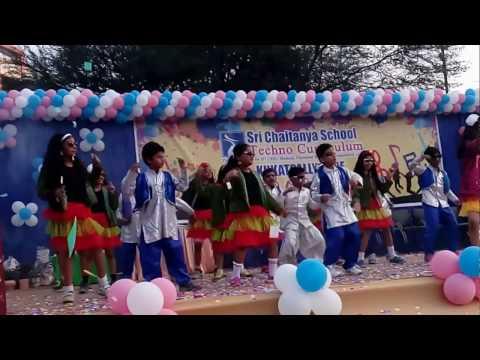 Ladiki Beautifull kar gayi chull sri chaitanya school 2017 vv nagar at Miyapur