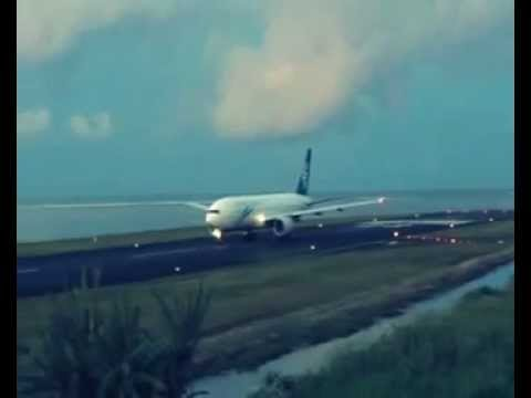 Takeoff of Air New Zealand at the airport in Tahiti-Faa'a (NTAA)
