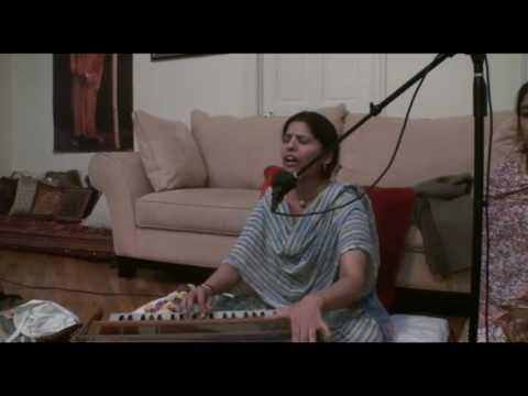 Bhajan - Sri Radhika dasi - Hare Krishna - 2/4
