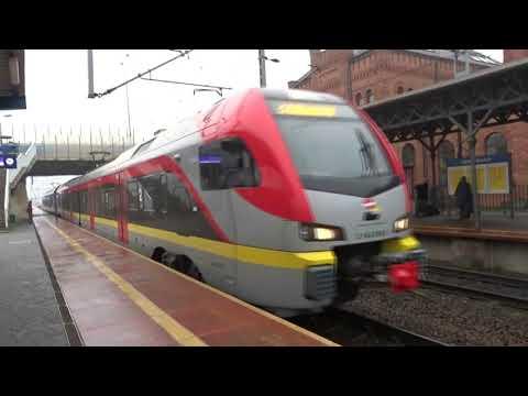 Nowy Rozkład Jazdy pociągów na stacji Skierniewice w mglistym klimacie  22.12.2019