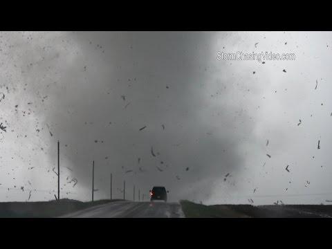 Extrme tornado footage of debris flying in the air Dodge City, KS -5/24/2016