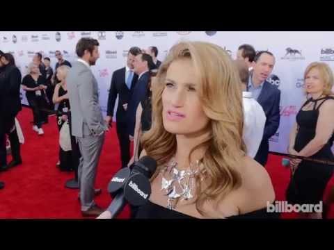 Idina Menzel: Billboard Music Awards Red Carpet 2015