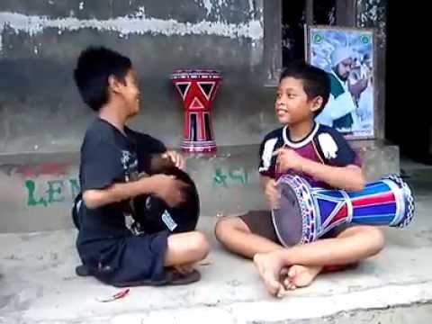 Anak Kecil Main Darbuka/Dumbuk