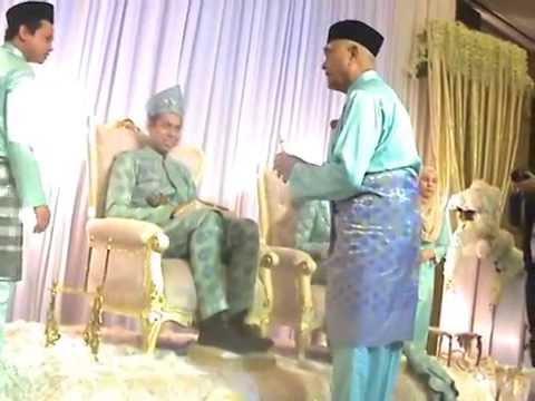 Pengantin  Direnjis Air Mawar - T.Rasidi Oleh Mantan MB Kedah - 2016
