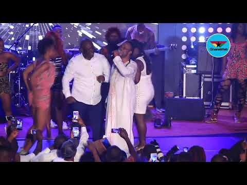 Daddy Lumba's dancers go gay with sensual dance moves