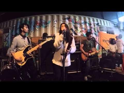 Danila - Buaian (Live Footage @365 Eco Bar Kemang)